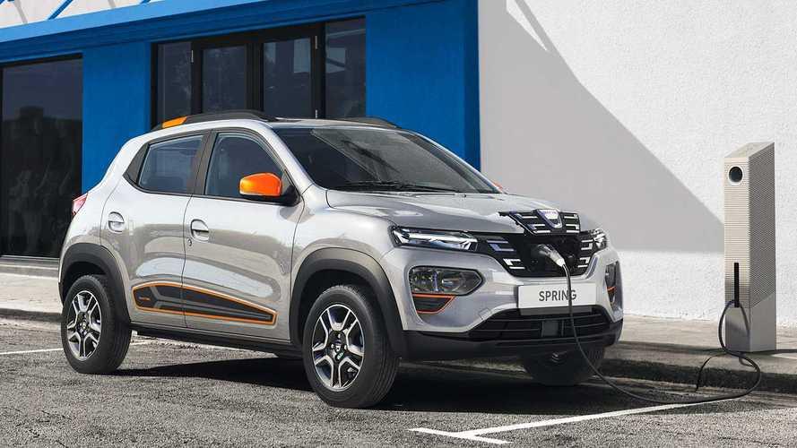 L'auto elettrica col prezzo più basso è la Dacia Spring: costa 19.900 euro