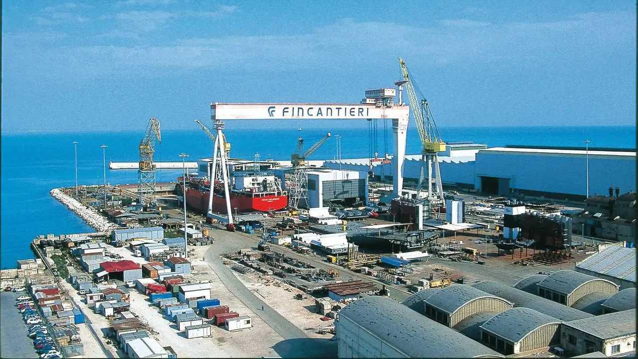 Un cantiere navale di Fincantieri