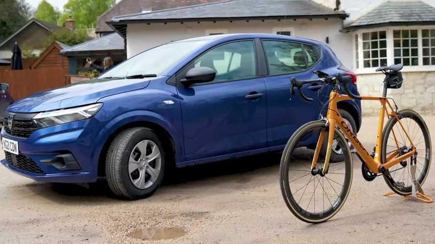 James May, yeni Sandero ve bisikleti arasında bir seçim yapıyor