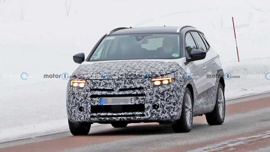 Opel Grandland facelift new spy photos