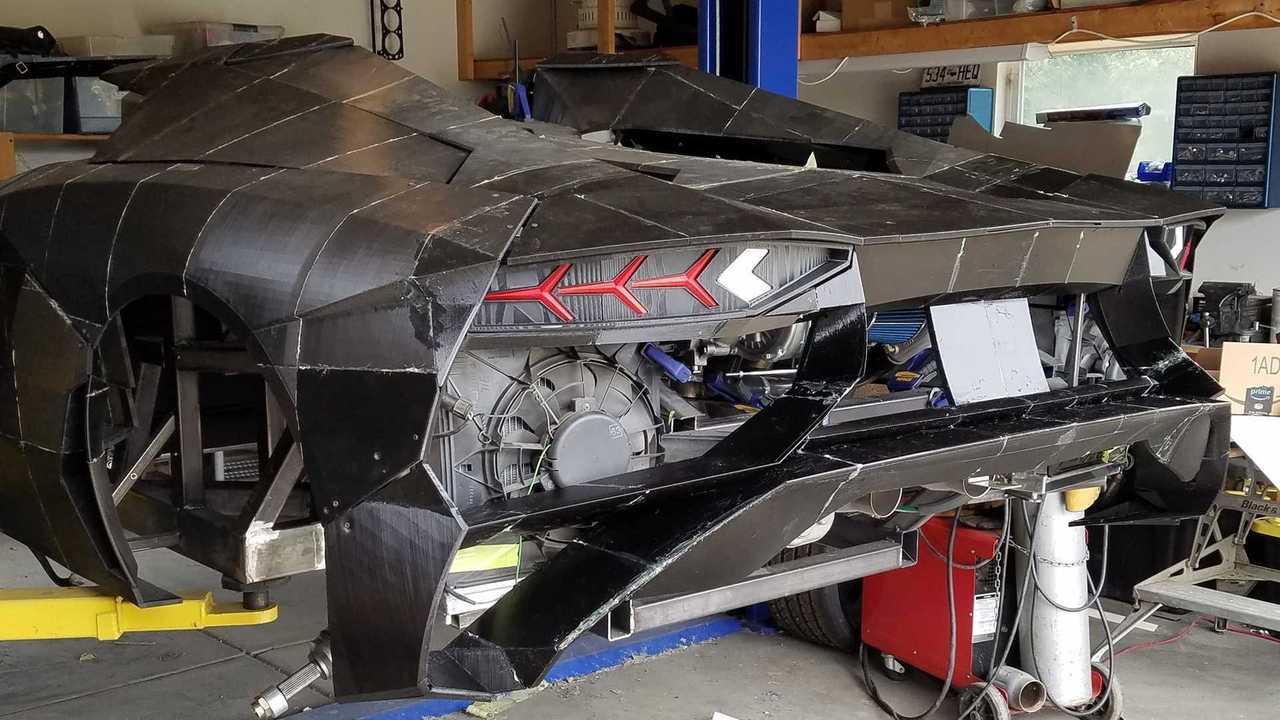 Physicist And His Son Are 3D-Printing A Lamborghini Aventador