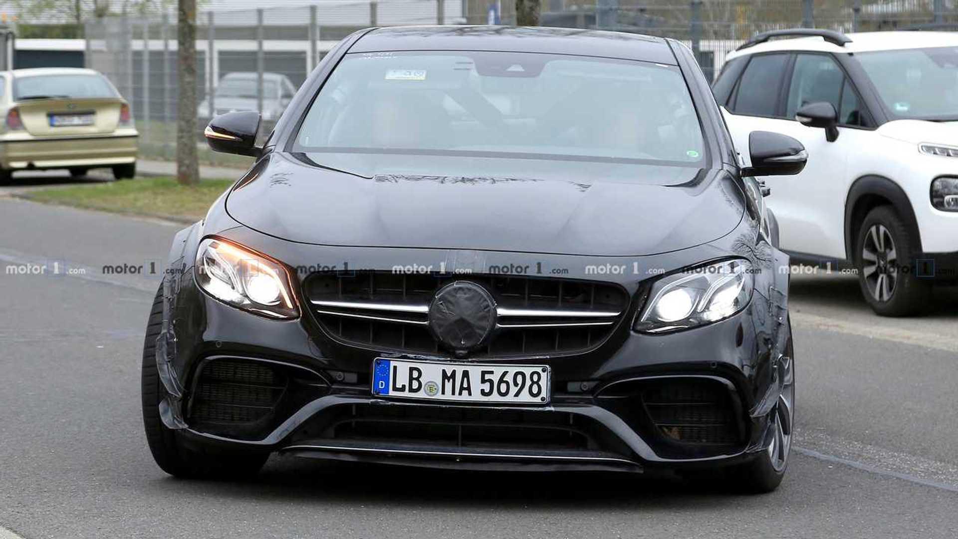 Mercedes-AMG вывел на дорогу необычный седан с короткой базой