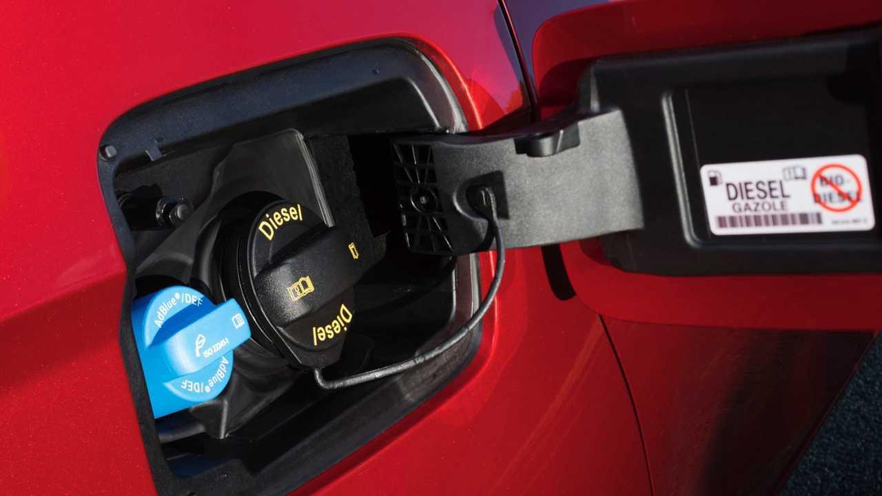 Repostaje coche diésel