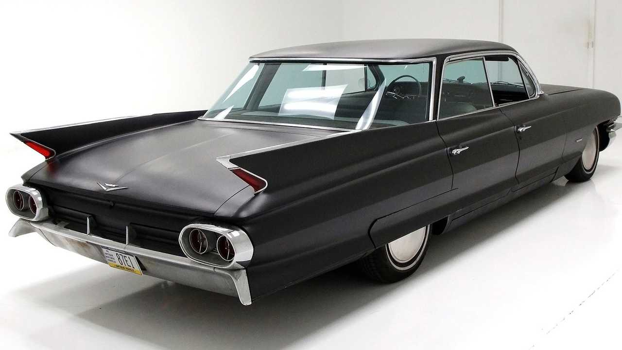 Sleek Sedan: 1961 Cadillac Series 62