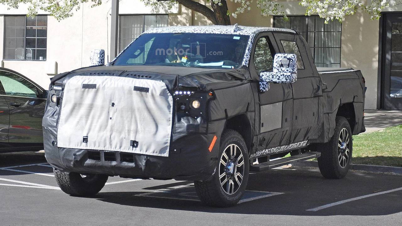 2017 Gmc Sierra 2500hd Crew Cab >> 2020 GMC Sierra Denali 2500 HD Spied With Luxury-Level Upgrades