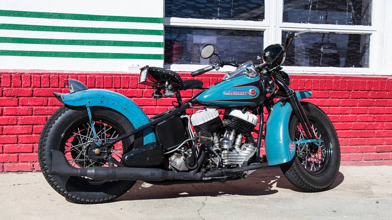 <strong>Minimal sheet metal and removal of unnecessary parts are trademarks of the bobber style.</strong>