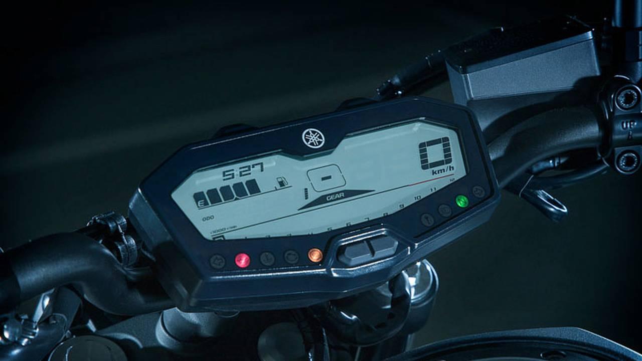 The MT-07 is equipped with a functional dash display that provides necessary machine vitals in an easy to read package.