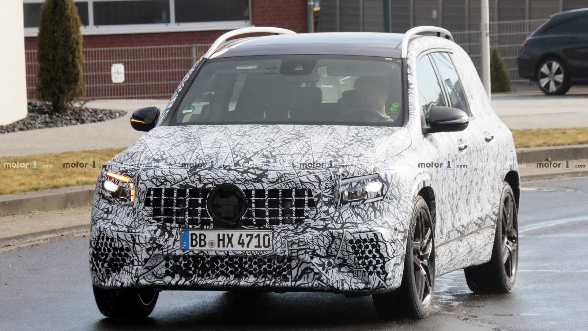 Mercedes-Benz GLB, o baby Classe G, será revelado no dia 16 Mercedes-amg-glb-35-spy-photo