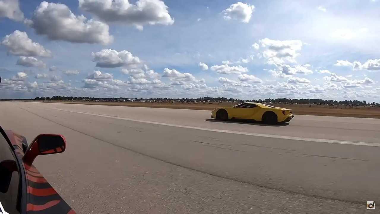 Ford GT Vs Corvette ZR1 Drag Race