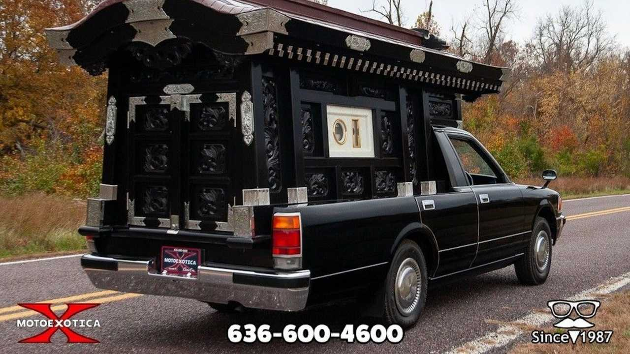 1991 Toyota Crown Hearse Is A $20K Halloween Prop Must Have