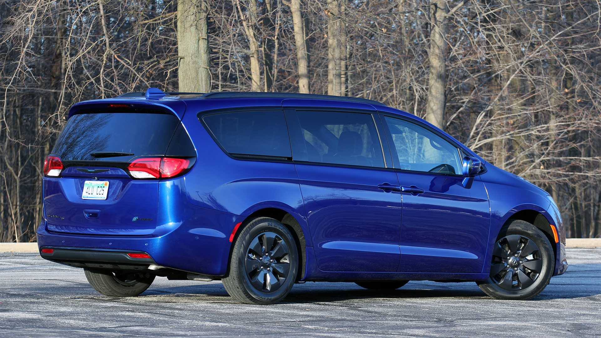 Chrysler Pacifica Van >> 2019 Chrysler Pacifica Hybrid Limited Review Near Perfect