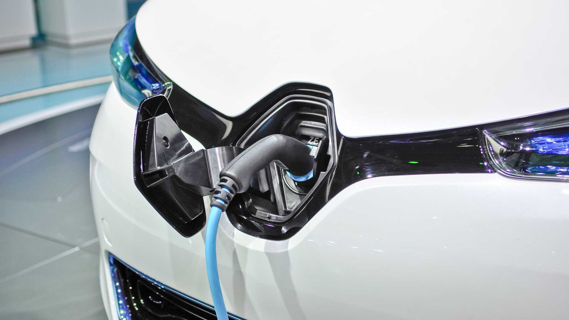 Renault Ends Sale Of ZOE Q90 With 43-kW AC Charging Capability