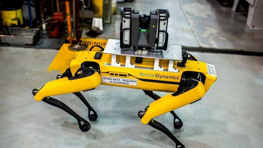 Ford sperimenta l'utilizzo di robot a quattro zampe negli stabilimenti