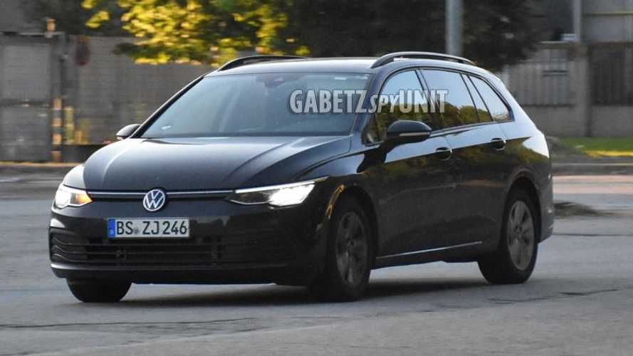 Volkswagen Golf 8 Variant, foto spia