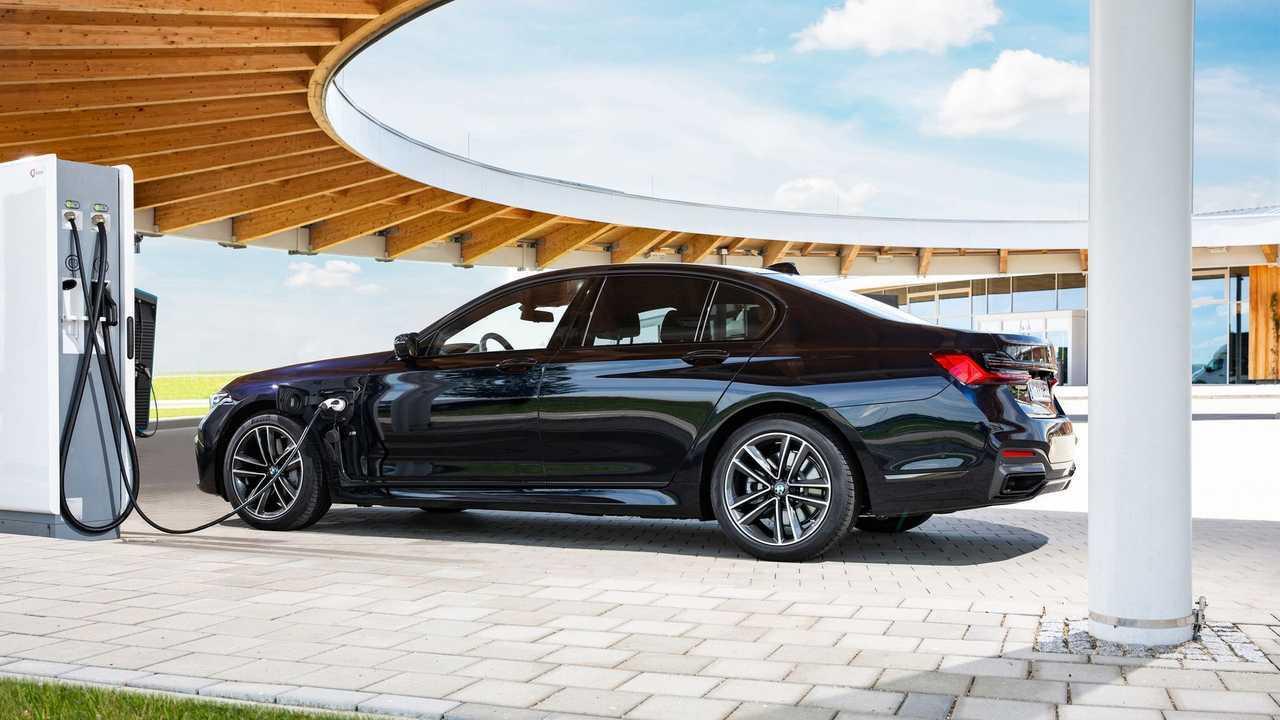 BMW 745e charging