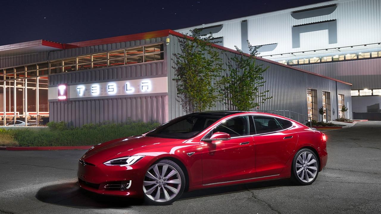 [Copertina] - Tesla, cosa sta succedendo tra licenziamenti e bilanci in rosso