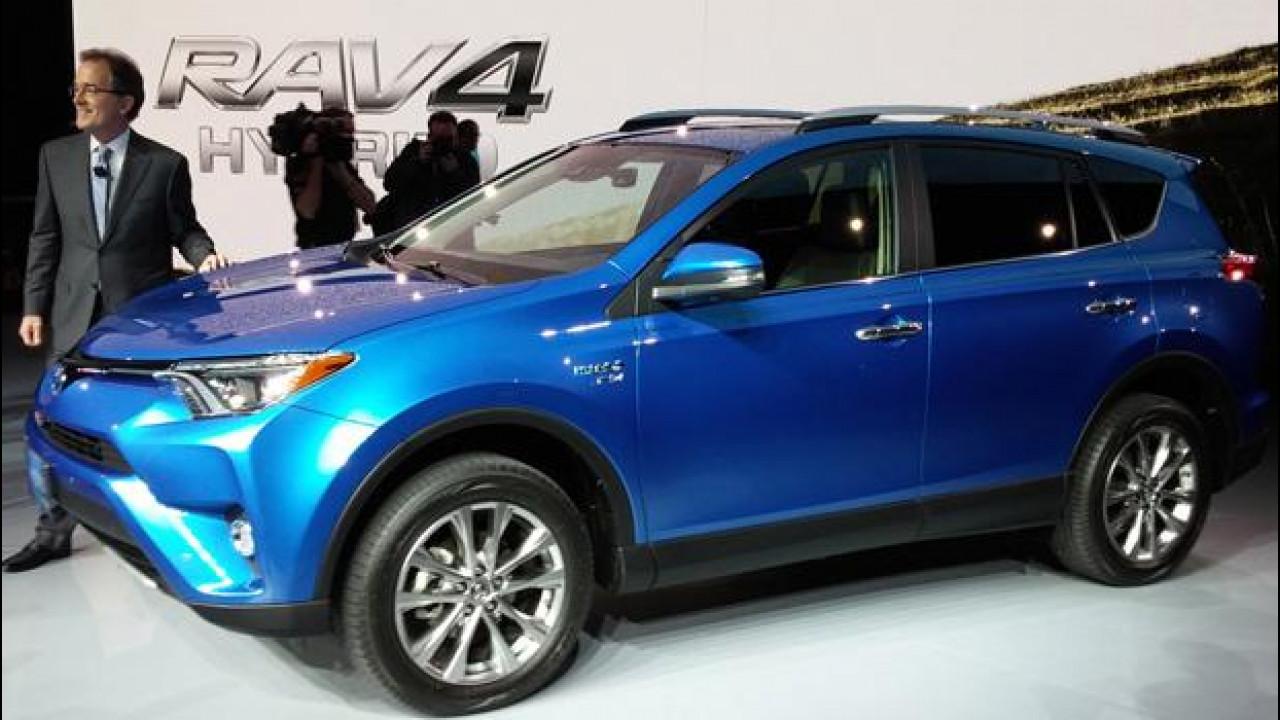 [Copertina] - Salone di New York: Toyota RAV4 Hybrid, sintesi perfetta