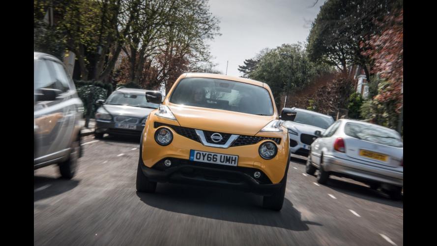 Nissan propone un dispositivo che blocca l'uso dello smartphone in auto