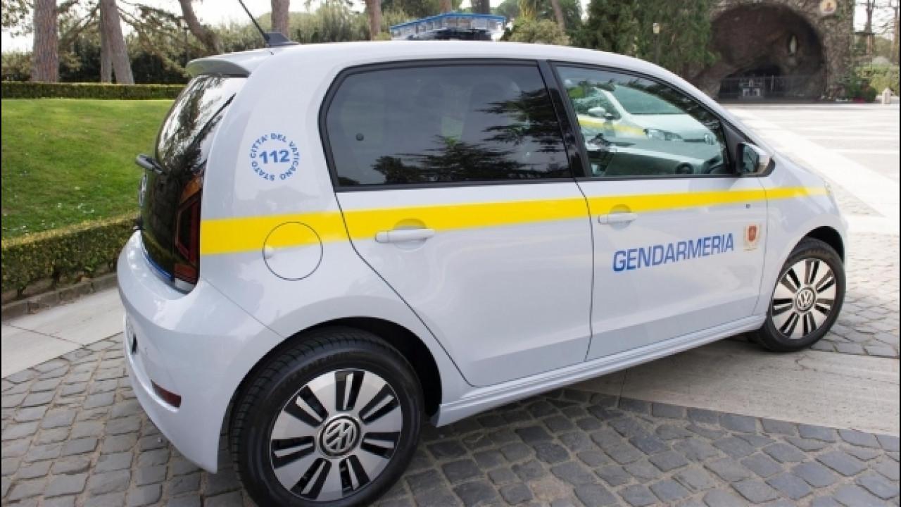 [Copertina] - Volkswagen e-up!, due elettriche alla Santa Sede