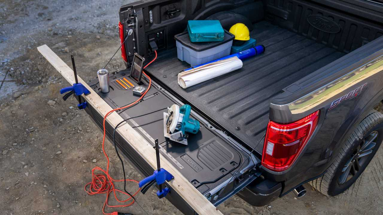 2021 Ford F-150 work surface