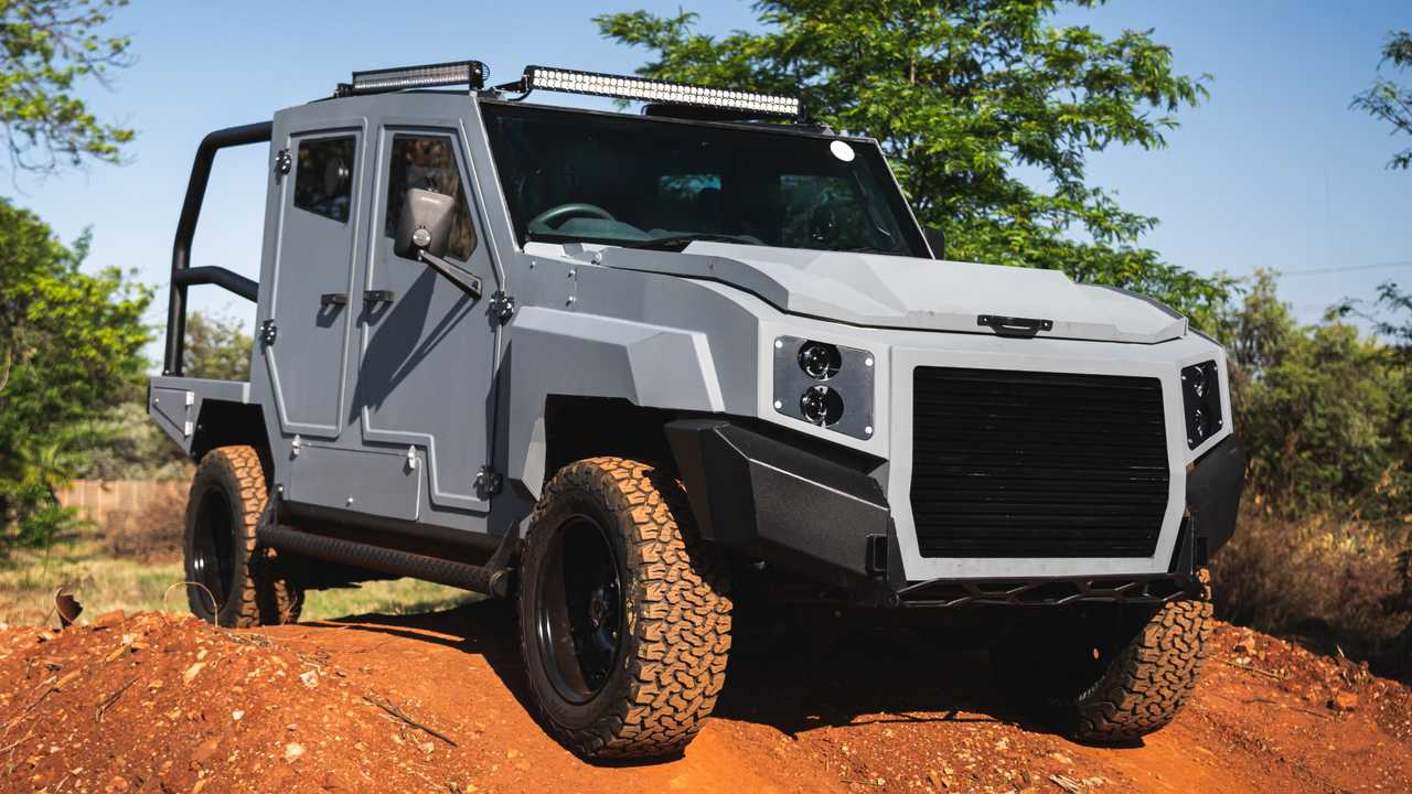 SVI MAX 3 Toyota Land Cruiser On Dirt