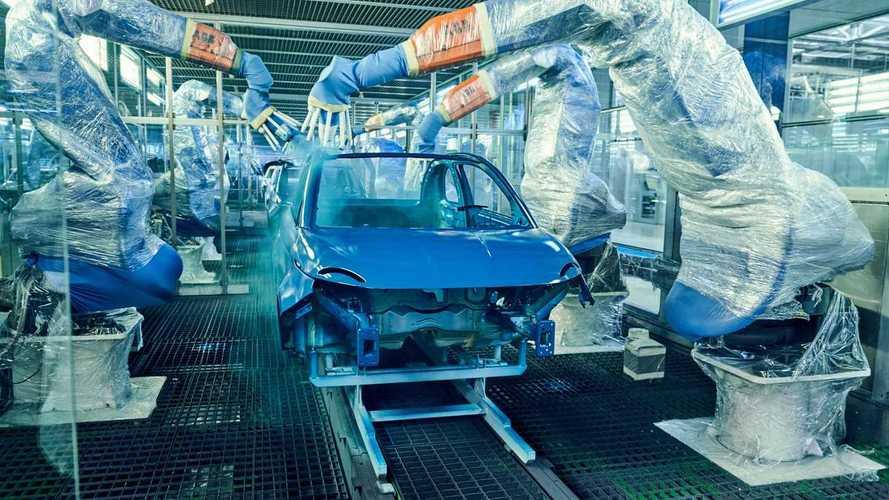 La Fiat 500 elettrica rallenta la produzione: mancano le batterie