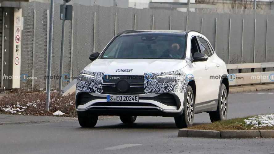 Mercedes EQA, nuove foto spia