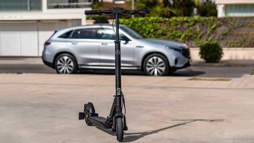 Mercedes lança o eScooter, patinete elétrico com 25 km de autonomia