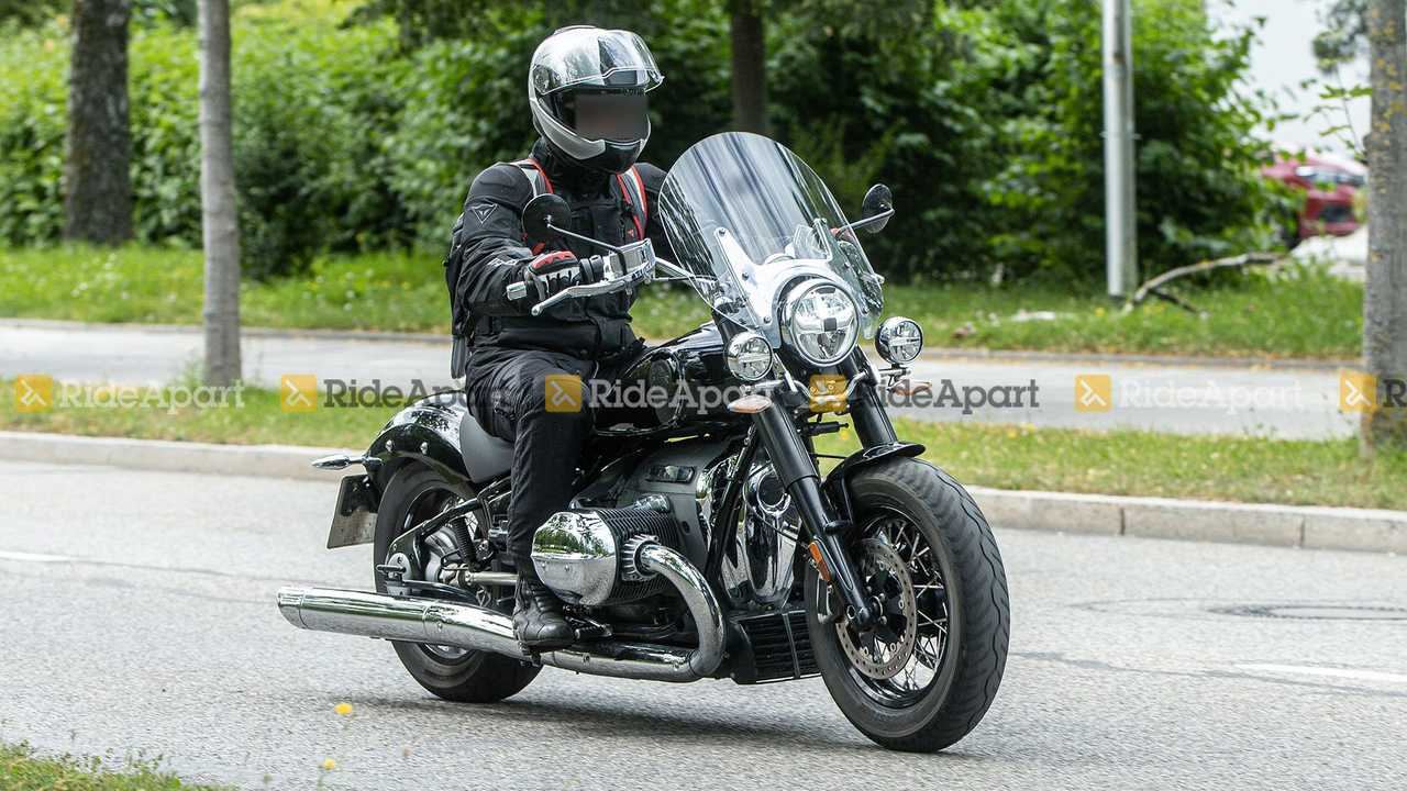 BMW R 18 Touring Spy Shots, 3/4 Right, Front