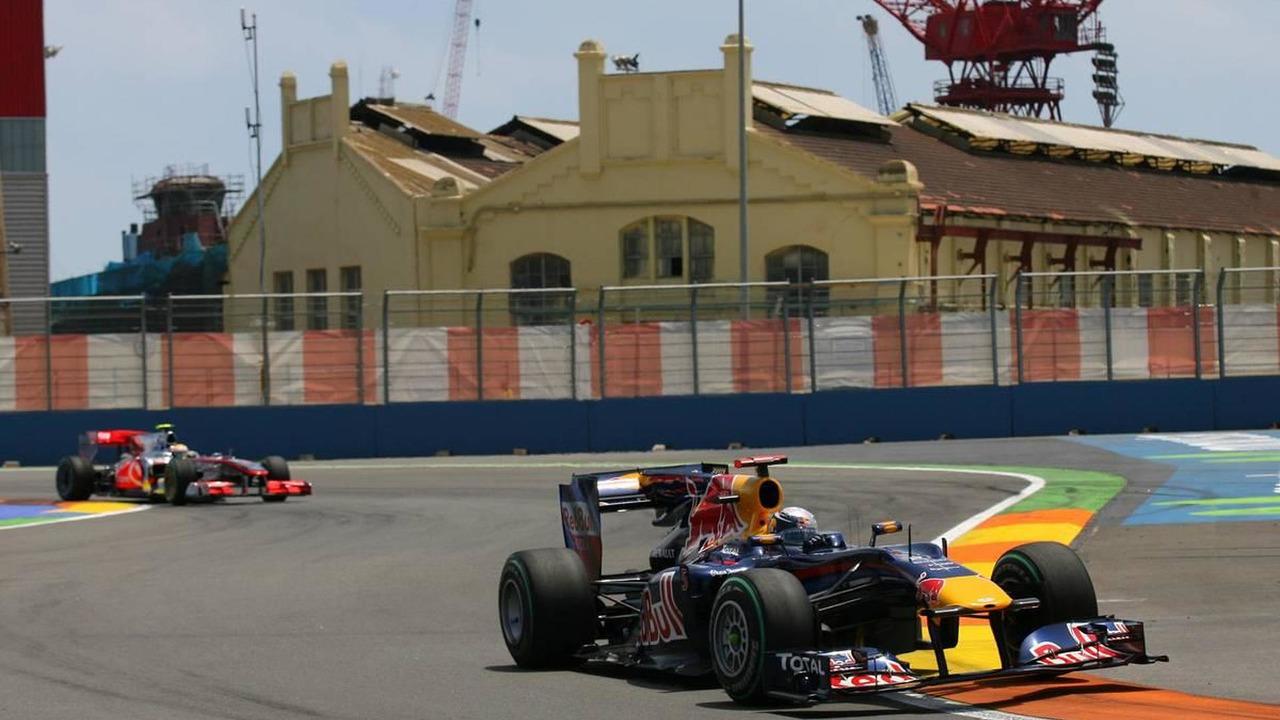 Sebastian Vettel (GER), Red Bull Racing leads Lewis Hamilton (GBR), McLaren Mercedes, European Grand Prix, 27.06.2010 Valencia, Spain