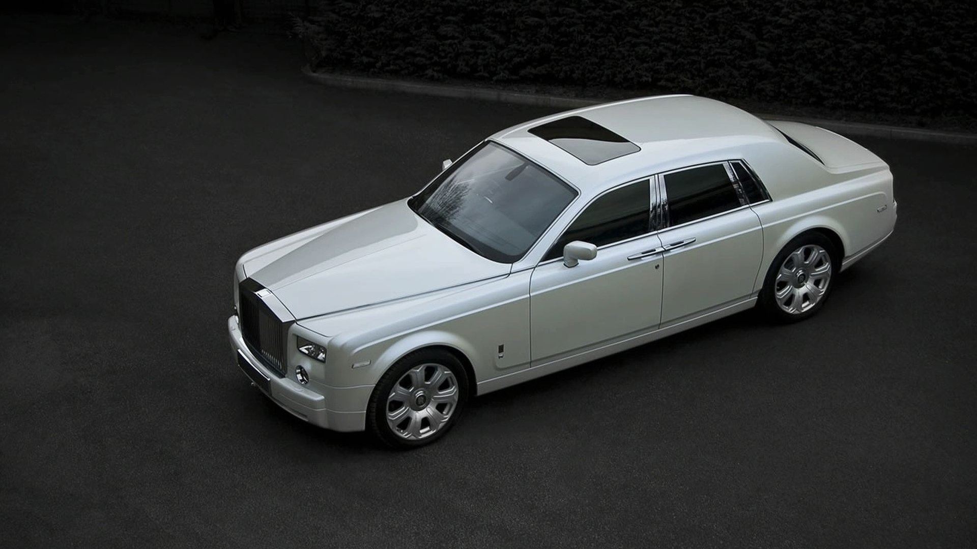 Project Kahn Present Pearl White Rolls Royce Phantom