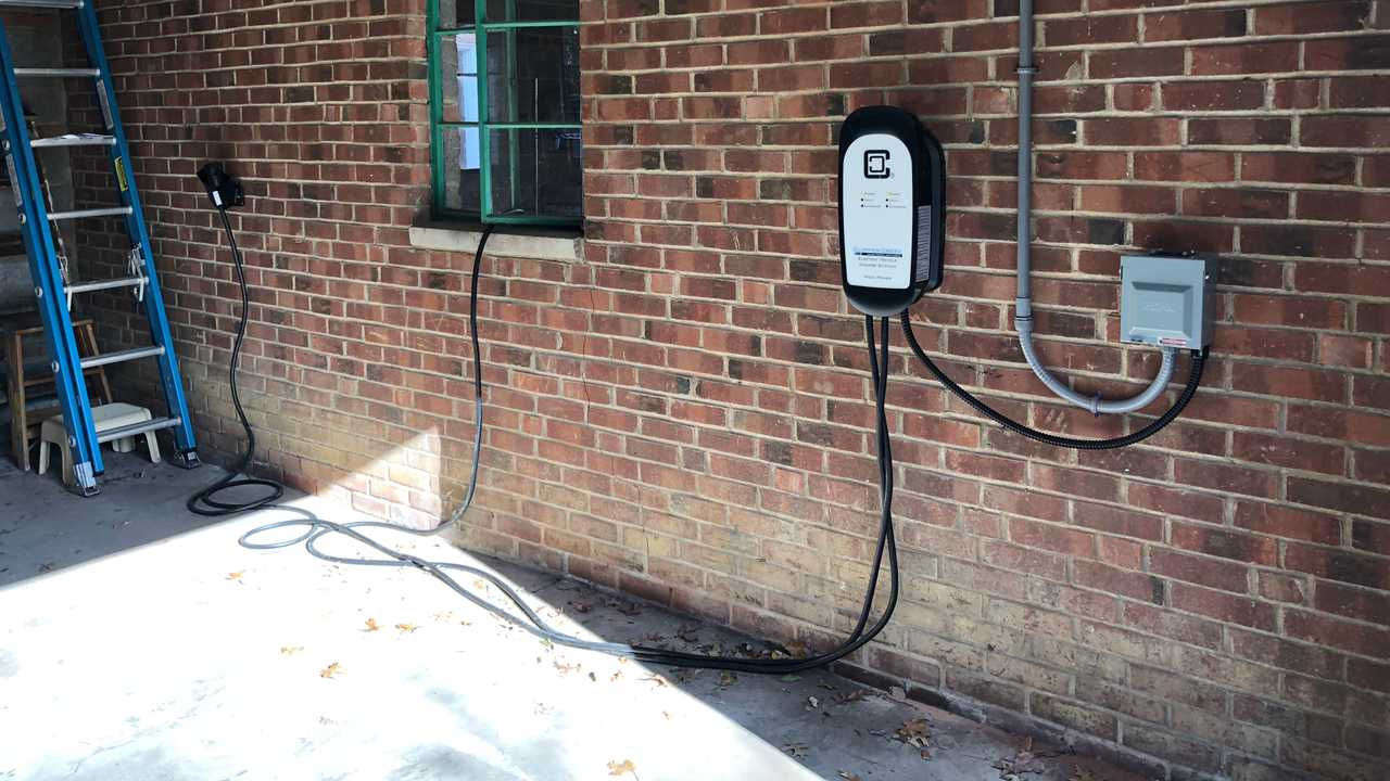 Clipper Creek HCS-D40 Dual Charging Station
