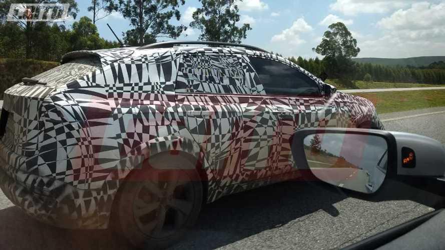 VW T-Sport: flagra confirma estilo cupê para o crossover do Polo