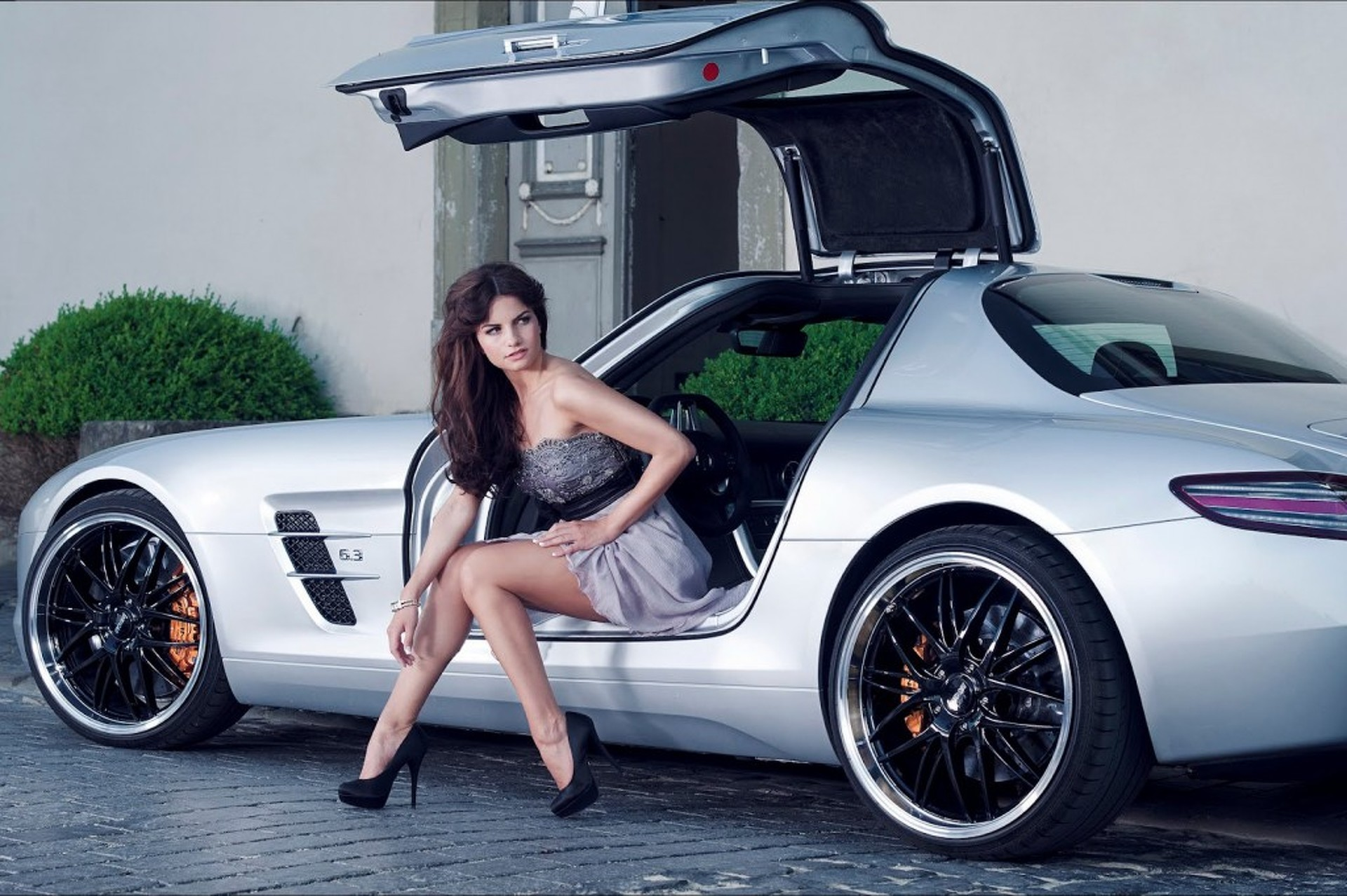 Inden Puts A Hot Girl In An Even Hotter Sls Amg-9954