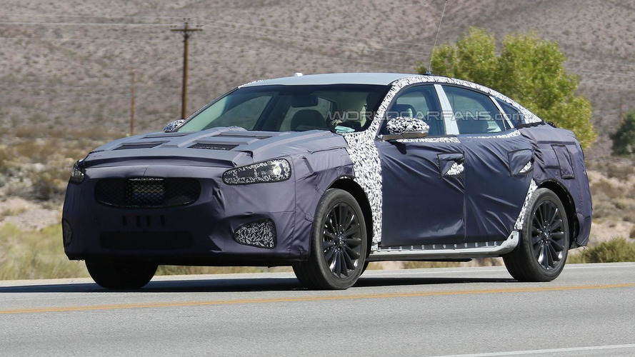 2017 Kia Cadenza spied inside & out