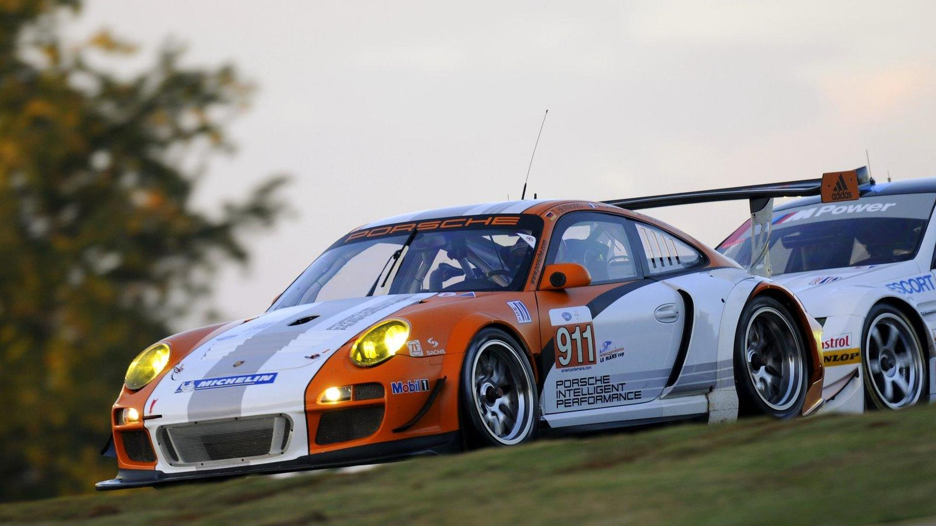 Porsche 911 Gt3 R Hybrid Makes North American Track Debut At The 2010 Pe Le Mans Video