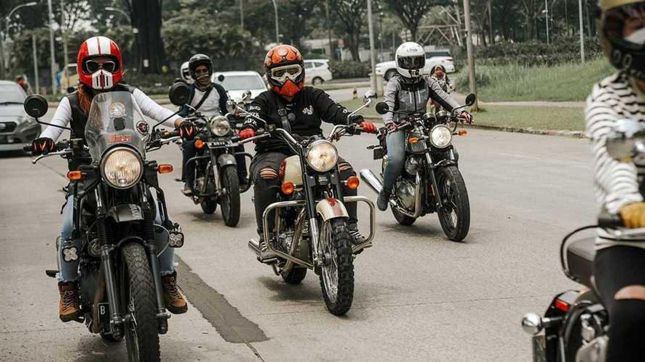 Perempuan-perempuan tangguh di motor Royal Enfield