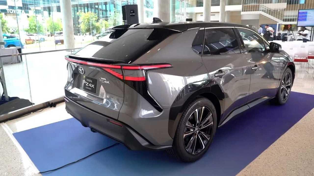 Toyota bZ4X - SUV elétrico - 3/4