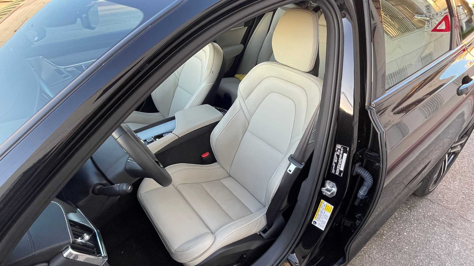 2021-volvo-v90-t6-r-design-awd-interior-front-seats.jpg