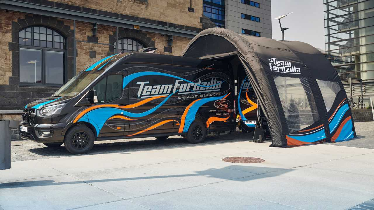 Ford Vanzilla, il Transit del Team Fordzillas