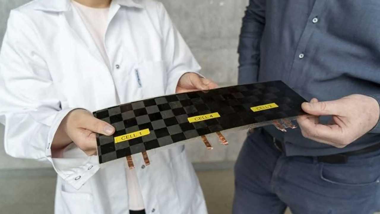 Batteria strutturale in fibra di carbonio