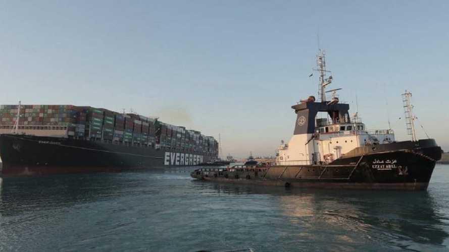 Quanto valgono le automobili che passano per il Canale di Suez