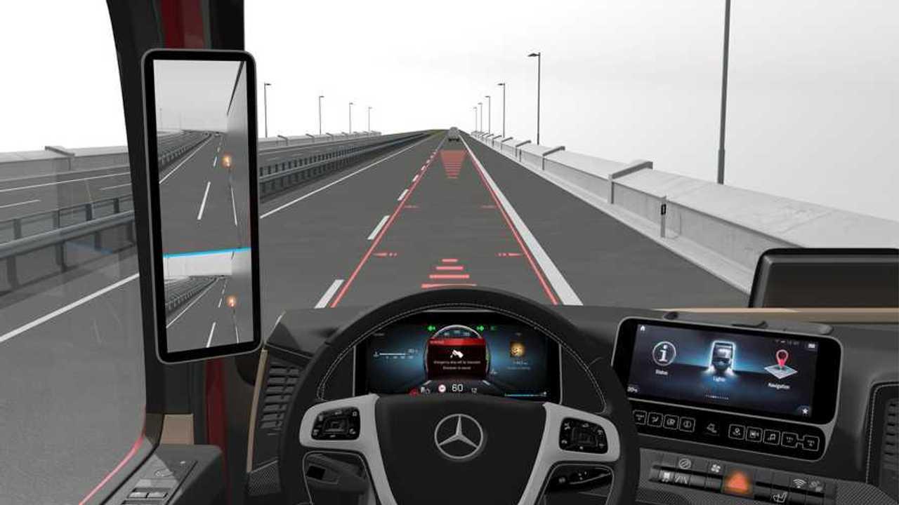 Mercedes Sideguard con frenata automatica