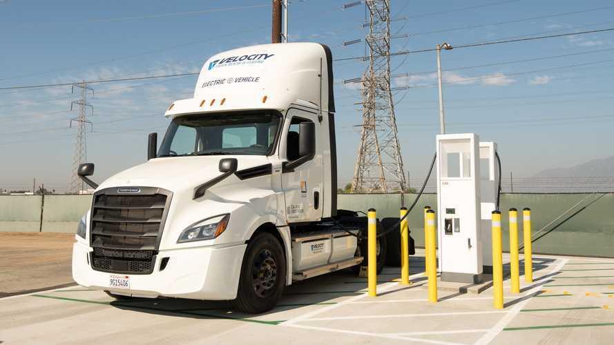 Southern California Edison Begins Testing Freightliner eCascadia
