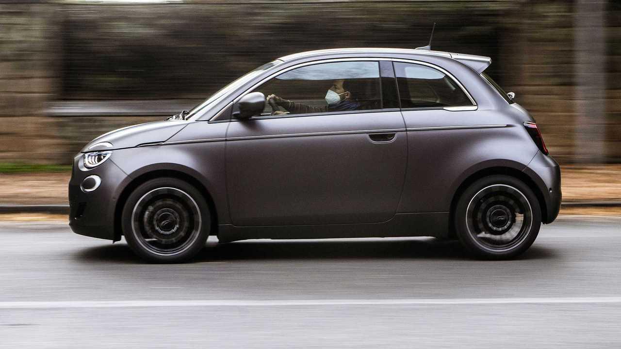 Fiat 500 elétrico - movimento lado