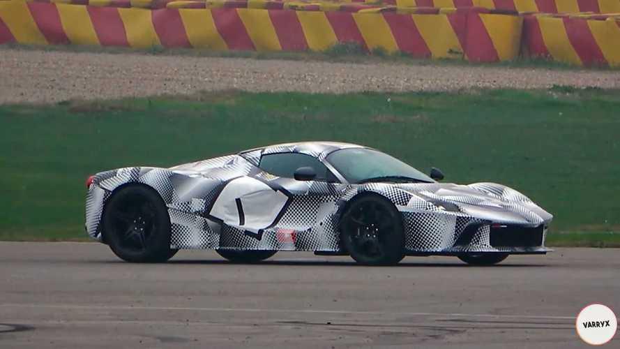 Посмотрите, как Ferrari тестирует новый гиперкар с V12