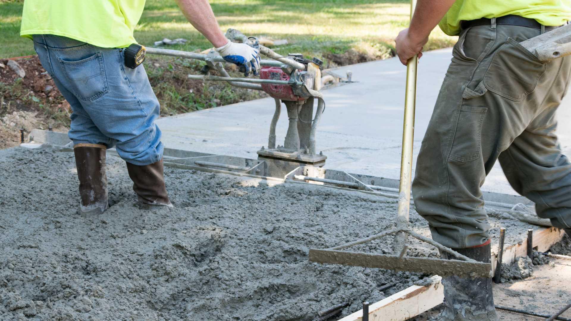 Домовладелец получил бесплатную бетонную дорогу после колоссальной путаницы с подрядчиком