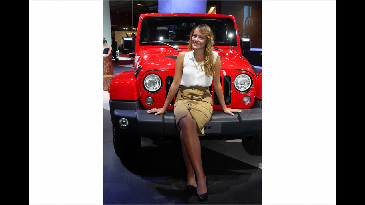 Ihnen tut beim Sitzen am Lagerfeuer immer der Hintern weh? Jeep bringt jetzt eine praktische Lösung: den Outdoor-Freisitz!