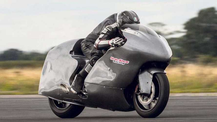 Guy Martin vise un nouveau record à 483 km/h sur sa Suzuki Hayabusa