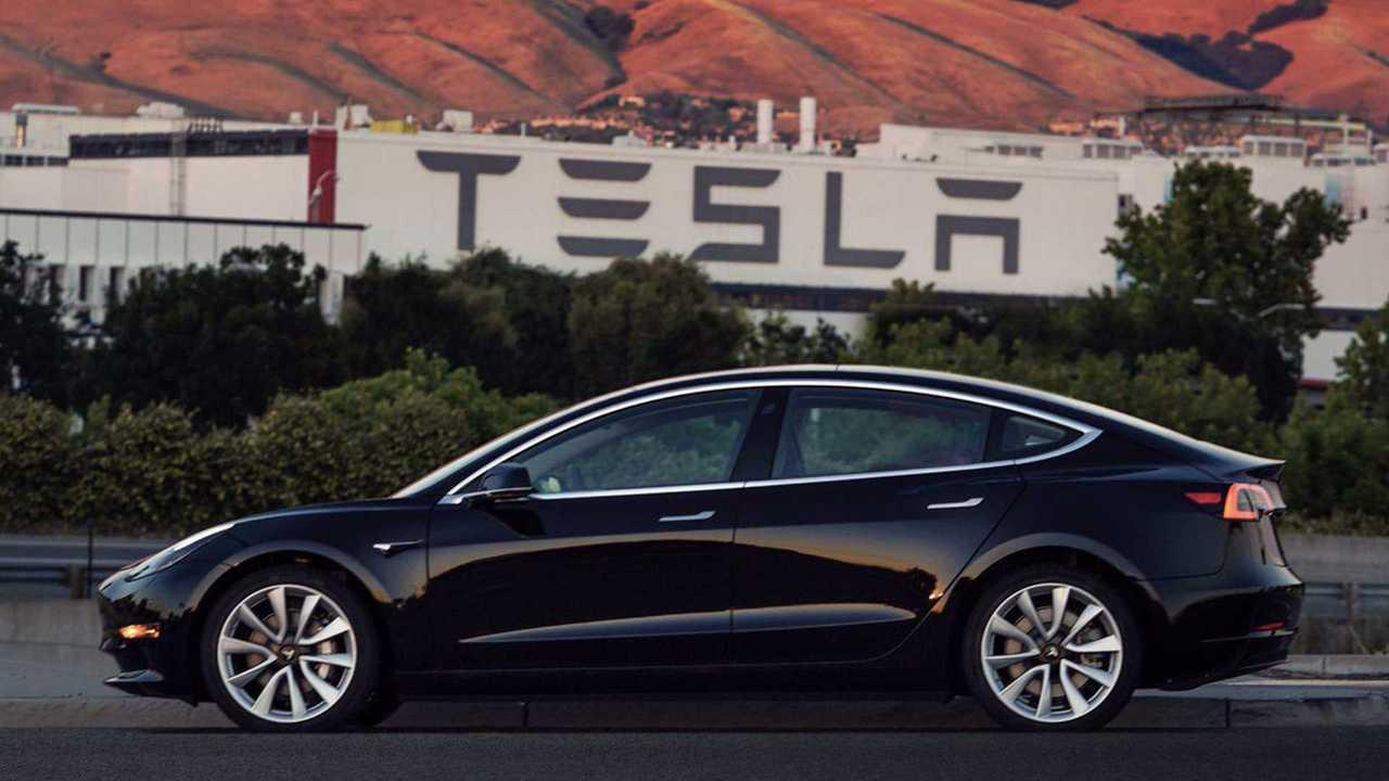 Первую серийную Tesla Model 3 подарили Илону Маску на день рождения